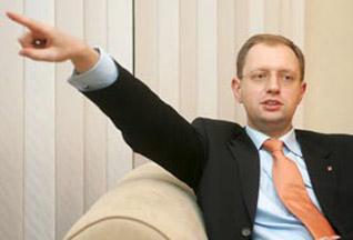 Яценюк просит помощи у Тимошенко