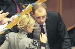 Арсеній Яценюк зізнався, як обмінювався з Тимошенко інформацією